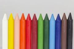 Vue de perspective haute étroite de crayons colorés Images libres de droits