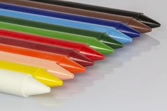 Vue de perspective haute étroite de crayons colorés Photos libres de droits