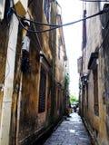 Vue de perspective paisible de voie du bâtiment rustique historique de rétro vintage photos stock