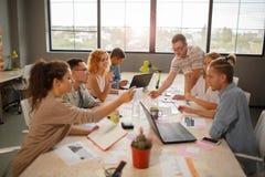 Vue de photo de ci-dessus du concept de réunion d'équipe image libre de droits