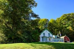 vue de Photo-code postal d'une vieilles maison et grange américaines image libre de droits