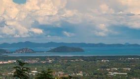 Vue de Phuket de ville de Timelapse et îles voisines de Phuket, Thaïlande banque de vidéos