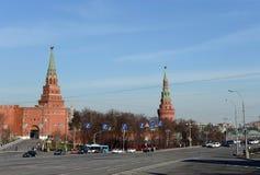 Vue de place de Borovitskaya et des tours de Moscou Kremlin Photo libre de droits