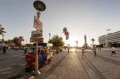 Vue de place d'Izmir Konak avec un cristallin de poissons Photo stock