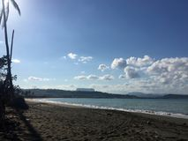 Vue de plage de Baracoa images libres de droits