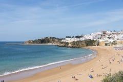 Vue de plage serrée Albufeira de Falesia Photo stock