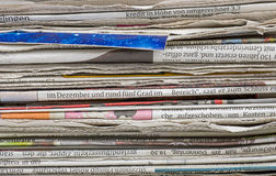 Vue de plan rapproché d'une pile de journal Photos stock
