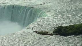 Vue de plan rapproché de chutes du Niagara banque de vidéos