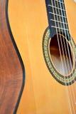 Vue de plan rapproché de guitare acoustique Images libres de droits