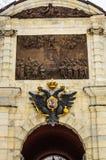 Vue de plan rapproché sur la porte en Peter et Paul Fortress à St Petersburg Images stock