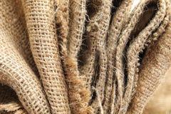 Vue de plan rapproché de tissu naturel plié de chanvre images stock