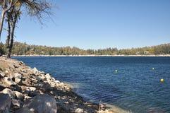 Vue de pointe de flèche de lac Photos stock