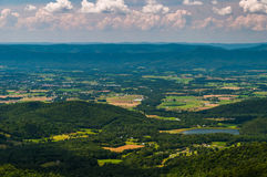 Vue de pointe de flèche de lac et de la vallée de Shenandoah images libres de droits