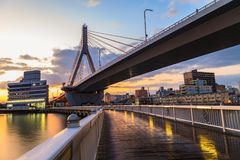 Vue de pont d'Aomori à la scène de lever de soleil, baie d'Aomori, Tohoku, Jap Photos libres de droits