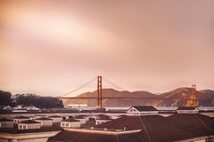 Vue de pont de Golden State de loin photos libres de droits