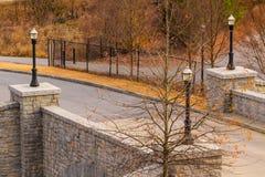 Vue de pont sur le Ne d'Evelyn Street en parc de Piémont Images stock