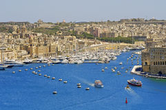 Vue de port de La Valette, capitale d'île de Malte Images libres de droits