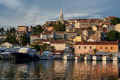 Vue de port de Vrsar et de village - Istria, Croatie Photos libres de droits
