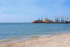 Vue de port maritime Bateaux au pilier de la mer d'Azov, Ukraine, paysage marin, fond de nature, l'espace de copie image stock
