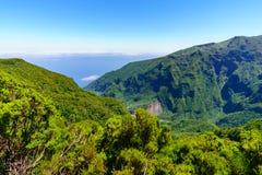 Vue de portrait des montagnes du point de vue de Mirador Enumeada en montagnes de la Madère, Portugal Image libre de droits