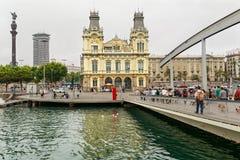 Vue de poule de les Drassanes de remblai comme vu du pont Ramla De mars Barcelone, Espagne Photographie stock libre de droits