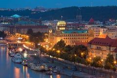 Vue de Prague la nuit : image libre de droits