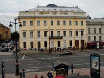 Vue de prospekt nevsky de la galerie ouverte du dvor gostiny central de magasin Photo stock