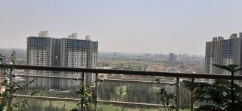 Vue de Pune d'arête bleue belle de 20ème étage image stock