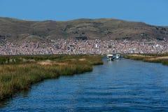 Vue de Puno par le lac Titicaca, Pérou Photos libres de droits