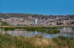 Vue de Puno par le lac Titicaca, Pérou Images libres de droits