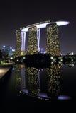Vue de réflexion de Marina Bay Sands images stock
