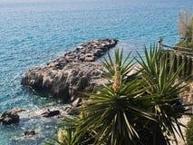 Vue de rivage vers la mer Images stock