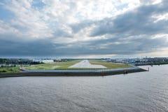 Vue de rive d'aéroport de Hambourg Finkenwerder Photographie stock