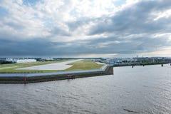 Vue de rive d'aéroport de Hambourg Finkenwerder Image libre de droits