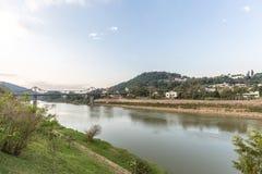 Vue de rivière d'Itajai chez Blumenau, Santa Catarina Photographie stock libre de droits