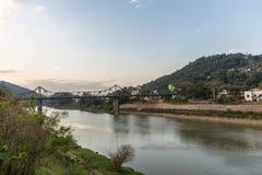 Vue de rivière d'Itajai chez Blumenau, Santa Catarina Photos stock