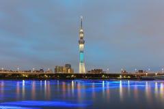 Vue de rivière de Tokyo Sumida avec Tokyo Skytree Photo stock