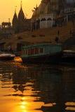 Vue de rivière de Varanesi et de chef d'équipe Photo stock