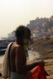 Vue de rivière de Varanesi et de chef d'équipe Photos stock