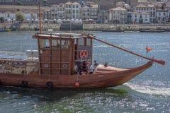 Vue de rivière Douro, avec la navigation récréationnelle de bateau, pour des visites touristiques photos stock