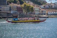 Vue de rivière Douro, avec la navigation récréationnelle de bateau, pour des visites touristiques photo stock