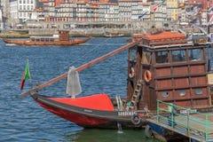 Vue de rivière Douro, avec la navigation récréationnelle de bateau, pour des visites touristiques photographie stock
