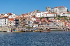 Vue de rivière Douro, avec la navigation récréationnelle de bateau, pour des visites touristiques photographie stock libre de droits
