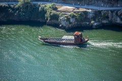 Vue de rivière Douro, avec la navigation récréationnelle de bateaux, pour des visites touristiques photos libres de droits