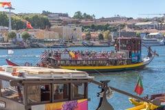Vue de rivière Douro, avec la navigation récréationnelle de bateaux, pour des visites touristiques photographie stock libre de droits
