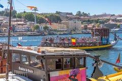 Vue de rivière Douro, avec la navigation récréationnelle de bateaux, pour des visites touristiques images stock