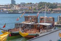 Vue de rivière Douro, avec la navigation récréationnelle de bateaux, pour des visites touristiques images libres de droits