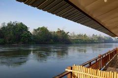 Vue de rivi?re de l'h?tel sur l'eau cambodia photo libre de droits
