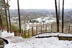 Vue de rivière de Vilnia de l'exposition géologique de Puckoriai à Vilnius, l'exposition la plus élevée en Lithuanie photos stock