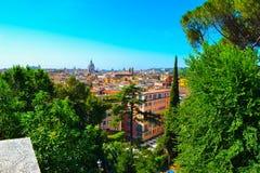 Vue de Rome, Italie, de villa Borghese, par les arbres verts Photo stock